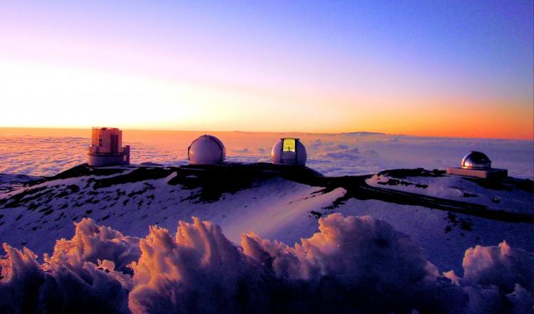 ハワイの島で望遠鏡を巡る争い
