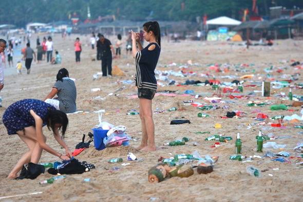 ゴミのある海辺