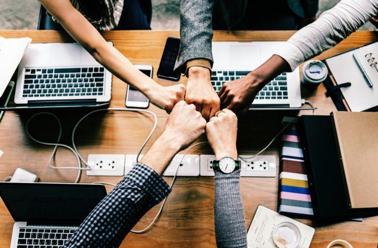 ITプロジェクトのメンバー選定は、プロジェクトマネージャーやチームリーダーとエンジニアの面談で決まります